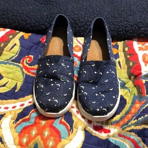 Toms Shoes - Toms Youth glow in the dark shoes!
